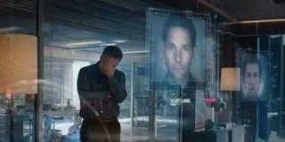 Mściciele liczą ofiary; istotny jest tu fakt, że według założeń wśród nich ma znajdować się Ant-Man - Bruce Banner płacze nad nim, choć de facto nigdy nie miał okazji go spotkać