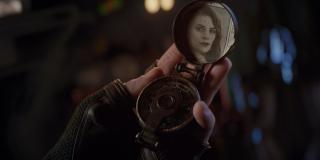 Co mogłoby sugerować również to ujęcie, w którym Rogers patrzy na zdjęcie Peggy Carter - pojawiły się nawet teorie, że Cap nie zdoła już wrócić z podróży w czasie