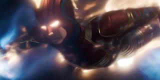 """Podróżowanie z prędkością światła (moc niepotwierdzona) - w zeszycie The Might Captain Marvel #1 Carol, próbując uchronić dziecko rasy Kree, pokonała dystans blisko 400 tys. km pomiędzy Ziemią a stacją Alpha Flight w ledwie kilka chwil; sama przyznała, że prędkość była """"szalona"""""""