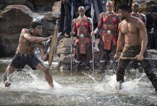 """2017: Rozgrywa się akcja filmu """"Czarna Pantera"""". T'Challa odzyskuje tron Wakandy, pokonując Killmongera."""