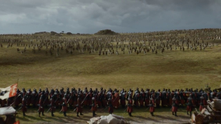 6. Bitwa pod Wysogrodem (s07e04) - Daenerys i jej armia Dothraków wreszcie pokazuje swoją ogromną siłę w walce z wojskiem Lannisterów. Widowiskowe starcia są prawdziwą ozdobą bitwy, ale nic nie przebije Daenerys na smoku i spalenia setki żołnierzy Cersei.