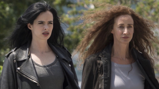2000: Jessica i Alisa Jones giną w wypadku samochodowym. Obie zostają później wskrzeszone i otrzymują nadludzką siłę.