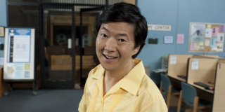 """W rolę stróża, który pilnuje garażu z samochodem Ant-Mana, wcielił się Ken Jeong. Większość widzów powinna go kojarzyć z filmów z serii """"Kac Vegas"""". Zagrał on również w serialu """"Community"""" – nie jest on jedynym aktorem z tej produkcji, który pojawił się na ekranie."""