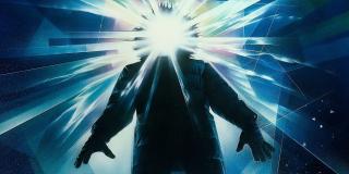 """Rozmieszczenie potworów na całym świecie często stanowi nawiązania do klasycznych filmów – padają tu choćby nazwy """"Orca"""" (łódź z filmu """"Szczęki"""") czy """"Argo"""" (""""Jazon i Argonauci""""). Warto zauważyć przede wszystkim, że Król Ghidora zostaje odnaleziony na Antarktydzie, w miejscu, które Monarch określa jako """"Placówkę 32"""". W filmie """"Coś"""" Johna Carpentera z 1982 roku akcja rozgrywała się z kolei w """"Placówce 31"""", także ulokowanej na Antarktydzie."""