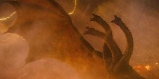 """Król Ghidora zostaje określony w filmie jako """"Potwór Zero"""". Tak samo nazwali go kosmici Xilianie w produkcji """"Inwazja jaszcz"""" (ang. Invasion of Astro-Monster) z 1965 roku, którzy chcieli porwać Godzillę i Rodana i zmusić ich do walki z tajemniczym zagrożeniem. Dopiero ziemscy astronauci w Potworze Zero rozpoznali Ghidorę."""