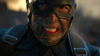 W czasie bitwy z Mysterio w Londynie Spider-Man w jedną dłoń bierze fragment Tower Bridge, w drugą zaś zepsuty projektor, by wyruszyć naprzeciw całej armii projektorów złoczyńcy. Możemy tu znaleźć nawiązanie do sposobu, w jaki Kapitan Ameryka ruszał sam do boju z armią Thanosa w filmie Avengers: Endgame.