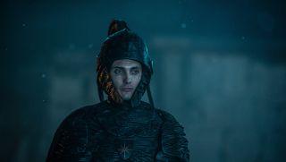 Cahir (Eamon Farren) - w cesarstwie nosił tytuł grafa. Podczas Rzezi Cintry pojmał Ciri, ale nie wypełnił swojego zadania. Powracał w koszmarach sennych młodej dziewczyny, jako groźny rycerz z wielkimi czarnymi piórami na hełmie.