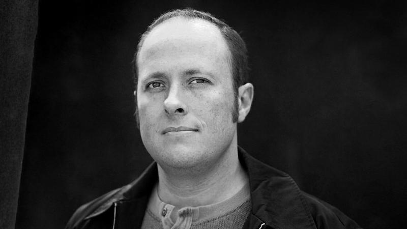 Jay Asher, autor Trzynastu powodów, usunięty ze stowarzyszenia za molestowanie
