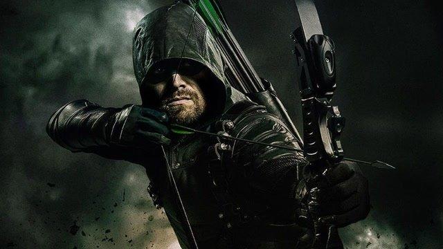1. sezon Arrow był inspirowanym Mrocznym Rycerzem. Tak twierdzi Stephen Amell