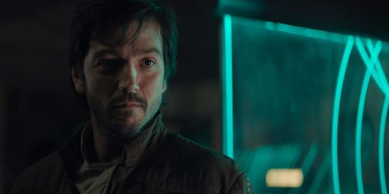 Star Wars: Andor - nowe zdjęcia z planu serialu. Tak wygląda Diego Luna