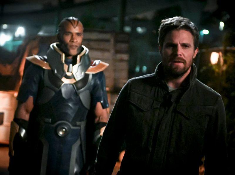 Arrow - kolejna znana postać powróci w finałowym sezonie serialu