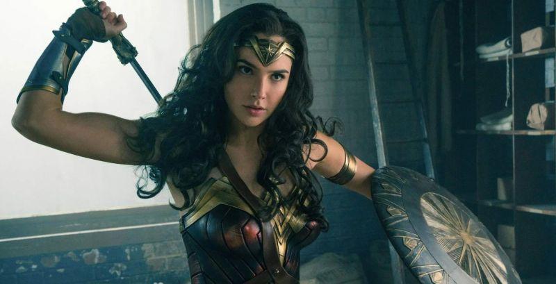 Wonder Woman 1984 - dlaczego Diana nie ma już miecza i tarczy? Jest odpowiedź