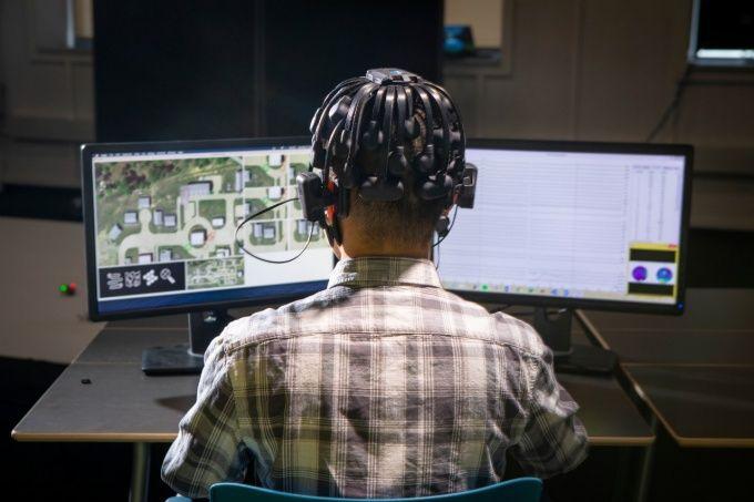 DARPA wykorzystuje graczy do szkolenia rojów robotów