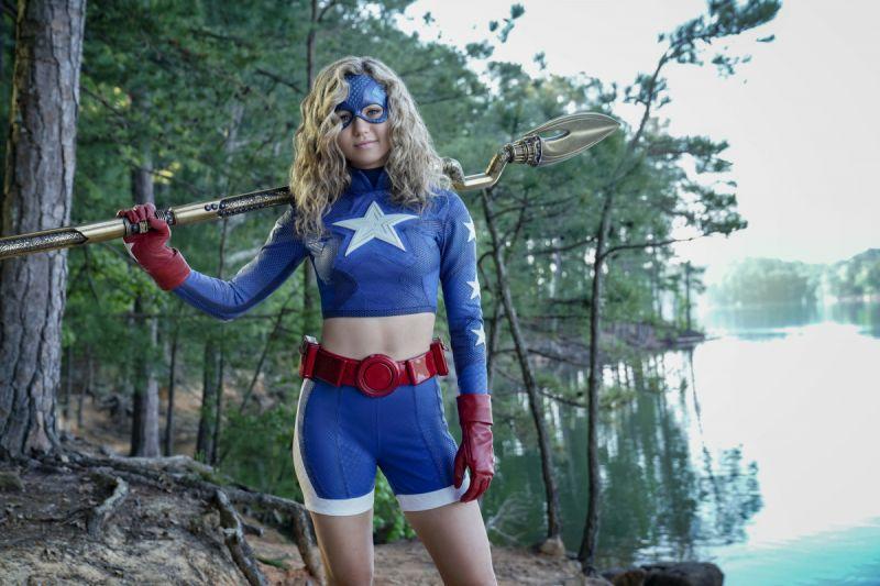 Stargirl - nowe zdjęcia z nadchodzącego odcinka. Showrunner otwarty na crossover z Arrowverse