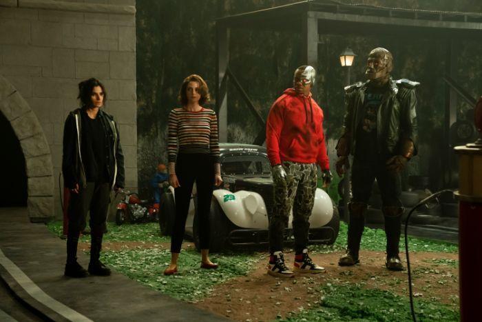 Doom Patrol - zdjęcia z pierwszych odcinków 2. sezonu serialu. Nowy plakat