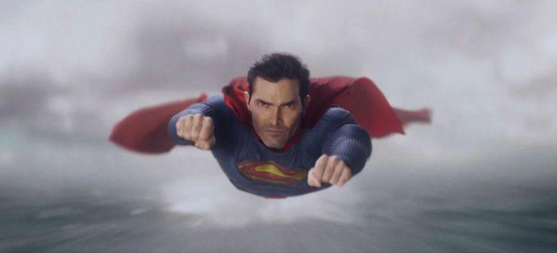 Superman & Lois - zdjęcia z pilotowego odcinka. Superman daje pokaz siły