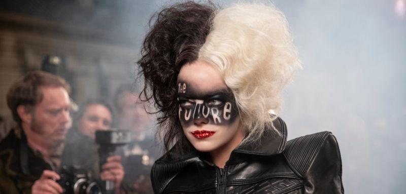Cruella - zapowiedź pełna nowych scen. Kolejne zdjęcia z filmu o czarnym charakterze Disneya