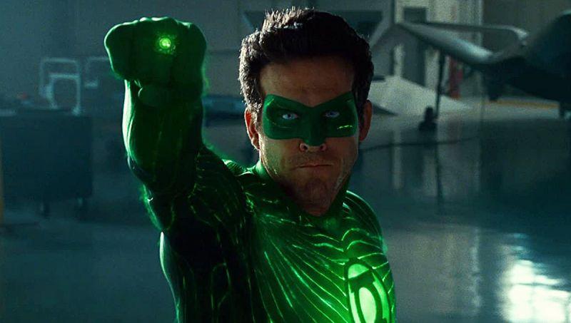 Green Lantern - Ryan Reynolds po raz pierwszy obejrzał film. Odwagi dodał sobie ginem