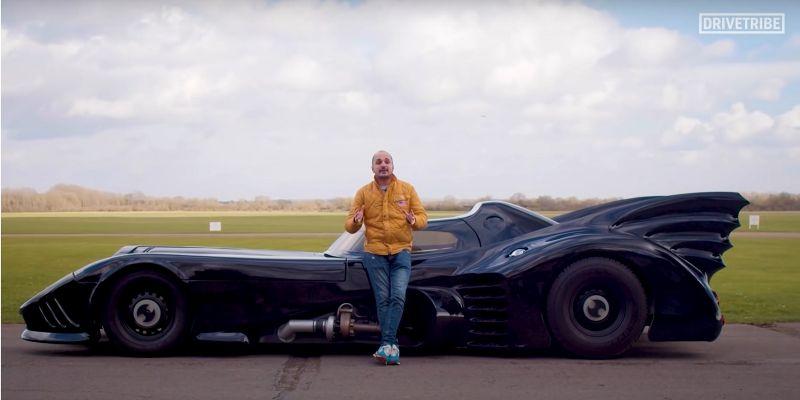 Słynny Batmobil wyjechał na tor. Choć prowadzi się fatalnie, wygląda fantastycznie