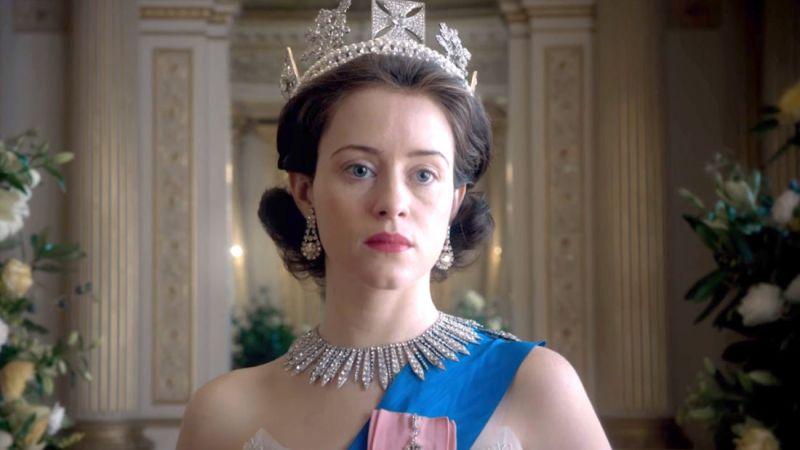 The Crown - pierwsze zdjęcie Imeldy Staunton. Jak prezentuje się jako Królowa Elżbieta II?