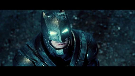 """""""Batman v Superman: Świt sprawiedliwości"""" to nie sequel filmu """"Człowiek ze stali"""". Zobacz starcie superbohaterów!"""
