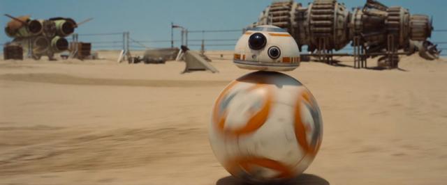 """Droid-kulka z filmu """"Gwiezdne Wojny: Przebudzenie Mocy"""" to nie efekt komputerowy. Zobacz jego występ z panelu!"""