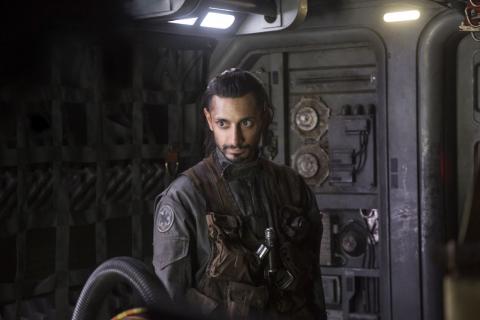Riz Ahmed jako Hamlet? Aktor negocjuje rolę w adaptacji Szekspira