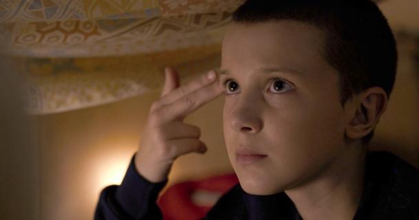 Kapitalna sesja zdjęciowa Eleven z serialu Stranger Things. Zobacz koniecznie!