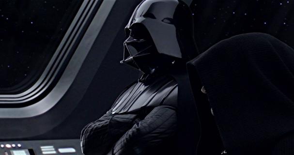Złota maska Dartha Vadera wystawiona na sprzedaż
