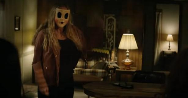 Nadchodzi sequel horroru Nieznajomi. Zwiastun The Strangers: Prey at Night
