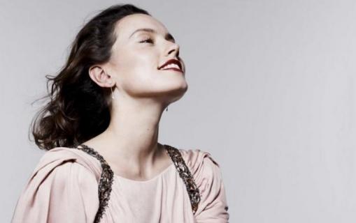 Daisy Ridley określana jako agresywna i onieśmielająca przez współpracowników. Aktorka komentuje zarzuty