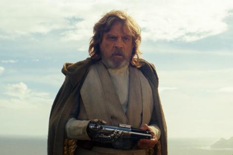 Gwiezdne Wojny: ostatni Jedi – dlaczego Luke miał niebieski miecz świetlny?