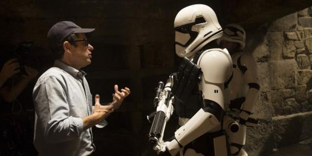 Gwiezdne Wojny - Lucasfilm ma plan na Chiny. Abrams o końcu sagi