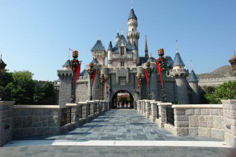 Koronawirus dotyka parki rozrywki. Disneylandy i Universal Studios zamknięte