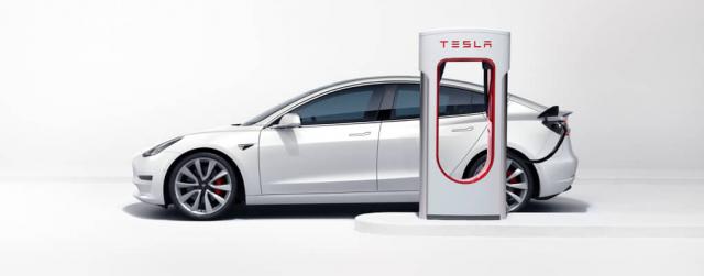 Tesla jak KITT, przemówi do przechodniów