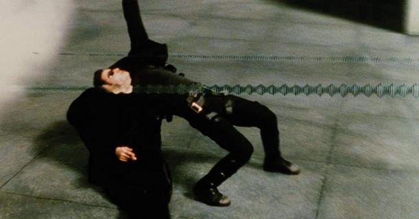 Matrix 4 - wielka scena ulicznych zamieszek na nowym wideo z planu filmu