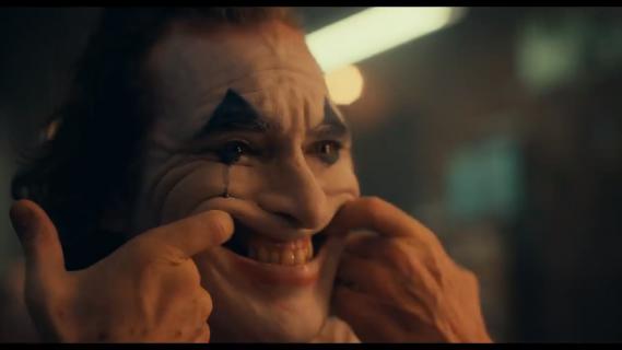 Joker - Phoenix miał pomysł na scenę po napisach. Todd Phillips dziękuje za rekordy