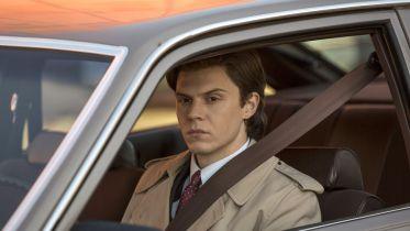 Pose - dlaczego Evan Peters i Kate Mara nie pojawili się w 2. sezonie serialu? Producent o sytuacji
