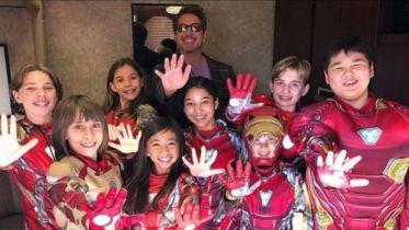 Iron Man i dzieci. Robert Downey Jr. zaskakuje fanów na Teen Choice Awards