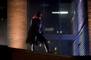 Batwoman i Black Lightning - co w kolejnych odcinkach seriali? [WIDEO I ZDJĘCIA]