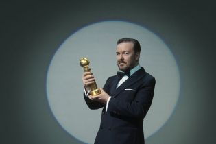 Złote Globy 2020 - Ricky Gervais wzbudza kontrowersje. Jego przemówienie trafiło w elity Hollywood [WIDEO]