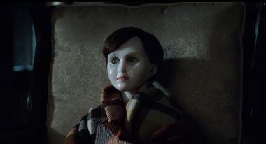 Brahms: The Boy 2 - nowy zwiastun horroru. Katie Holmes kontra demoniczna lalka
