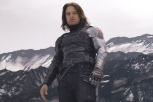 The Falcon and the Winter Soldier - gwiazda porównuje serial do Zabójczej broni