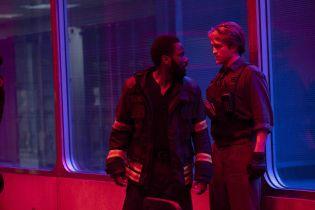 Tenet - Warner Bros. chce dalej opóźnić premierę. Co stoi na przeszkodzie?