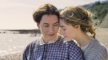 Ammonite - zwiastun filmu. Kate Winslet i Saoirse Ronan w burzliwym romansie