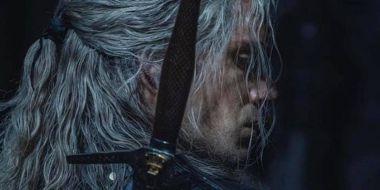 Wiedźmin - Henry Cavill w nowym kostiumie. Strój jest jeszcze lepiej widoczny