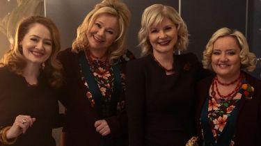Nowe ciotki Sabriny w klipie promującym 4. sezon. Broderick i Rhea powracają