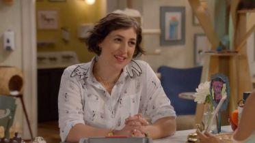 Call Me Kat: Mayim Bialik łamie czwartą ścianę w zwiastunie nowego sitcomu