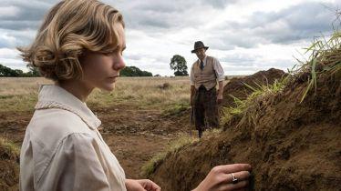 Wykopaliska - zwiastun filmu Netflixa. Carrey Mulligan, Ralph Fiennes i Lily James w rolach głównych