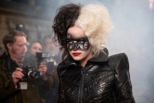 Cruella - Emma Stone jako antagonistka Disneya na okładkach promujących film